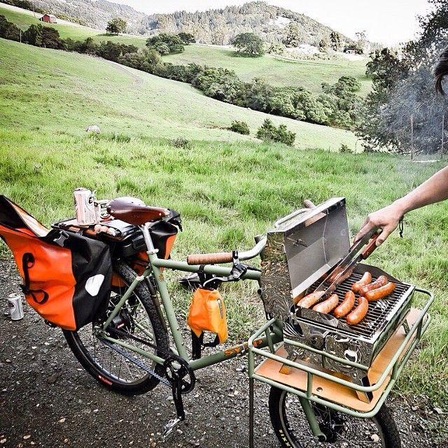 Porteur rack as platform for mini bbq grill. #bikepicnic