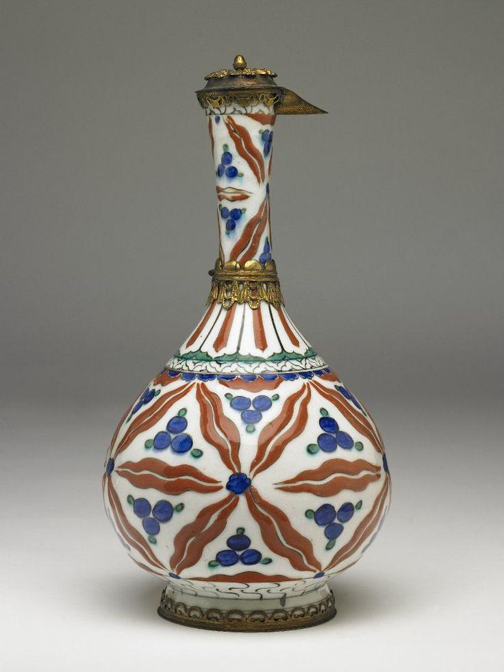 bottle; Islamic; 1570-1580; Iznik