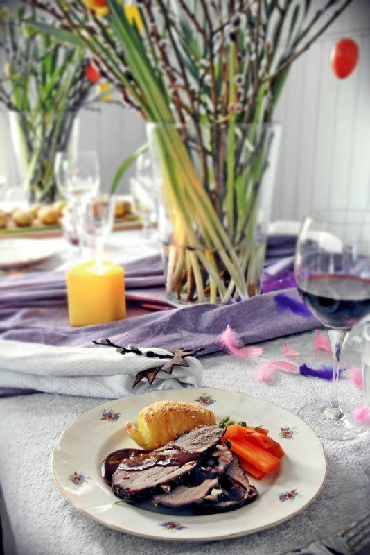Pääsiäisellä on hyvät edellytykset vuoden parhaaksi juhlapyhäksi: neljä keväistä vapaapäivää, ihania herkkuja ja perinteitä ilman etukäteisstressiä. Ruokapöydässä pääsiäistä juhlistetaan perinteisesti lampaanpaistilla, joka on mainettaan maukkaampi ja helpompi valmistaa.