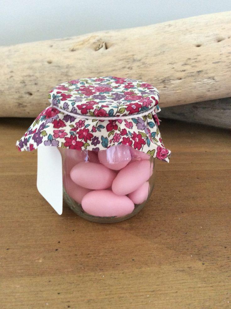 Boîte à Dragée en verre et tissusn Liberty pour baptême de Bébé Adoré - Le tissu et la couleur des dragées sont personnalisables - À retrouver sur http://lily-ose.alittlemarket.com