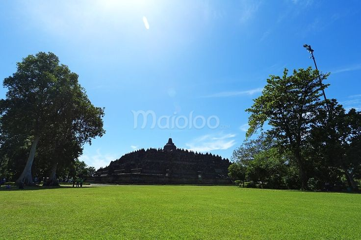 Di lokasi ini, kamu akan melihat arsitektur Candi Borobudur secara keseluruhan. Di lokasi ini juga searah dengan jalan keluar dari Candi Borobudur. (Benedictus Oktaviantoro/Maioloo.com)
