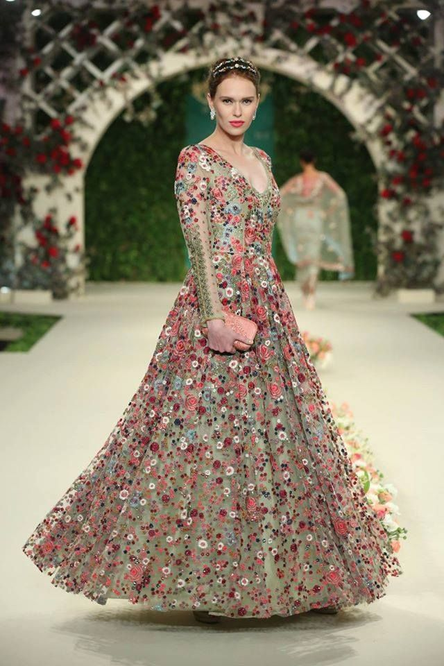 The Vintage Garden. ICW2016. Twirl away. #varunbahl #VB #varunbahlcouture #indianweddings #indianoutfit #indianbride #bride #bridal #lehenga #couture #indianbride #wedding #weddinginspiration #indianfashion #fashion #womensfanshion #theweddingdiaries #traditions #elegance #elegant #floral #inspiration #bridesmaid #thevintagegarden #ICW2016