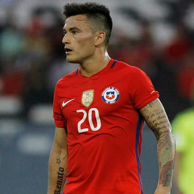 Charles Aranguiz. Chile National Team