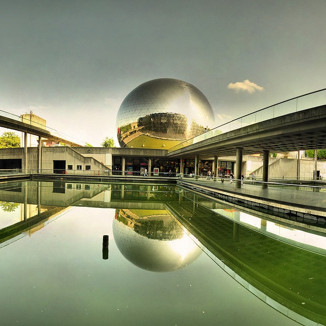 ❤❤❤ Copyrights unknown. Cité des Sciences de La Villette, Paris. (City of Science, a modern interactive museum dedicated to science. Great for kids and adults !