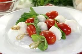 mozarella spiesjes - met zongedroogde tomaten a la Andy