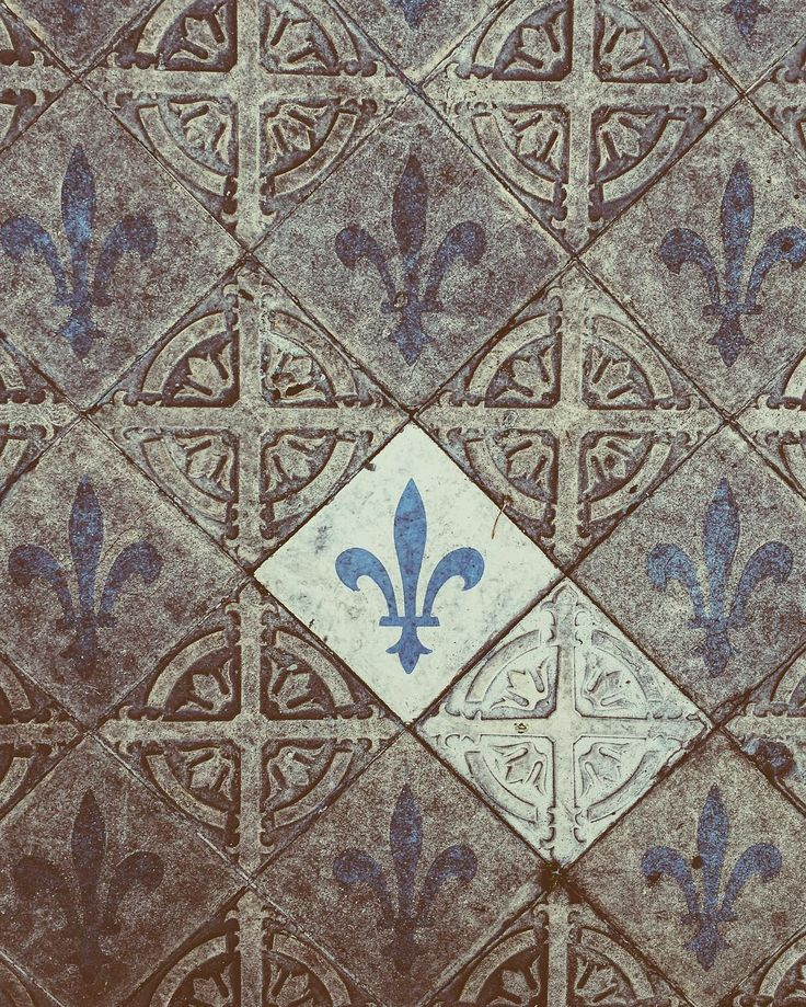 Have you seen where your feet are? #life #floor #lizflower #liz #flower #gothic #church #urban #Bogota #architecture #botd #walking #bestoftheday #vsco #vscocam #nofilters