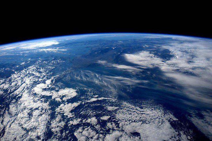 """""""Cerco un centro di gravità""""...zero! Buongiorno dalla #ISS con le note e le parole di Franco #Battiato. @RaiNews"""