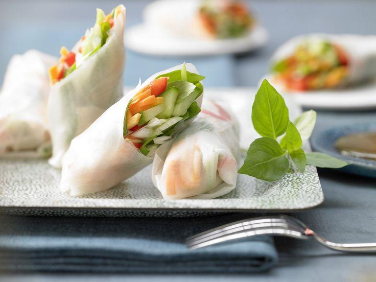 Rohkost to go – perfekt zum Mitnehmen für die Mittagspause oder zum Picknick. Reispapier-Wraps - mit Gemüse - smarter - Kalorien: 67 Kcal - Zeit: 15 Min. | eatsmarter.de