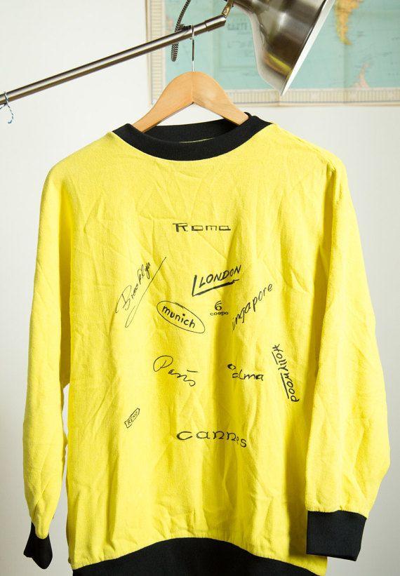 Vintage mode gele trui T Shirt lange mouw COSPO Londen Parijs München Cannes Hollywood Singapore Roma maat M