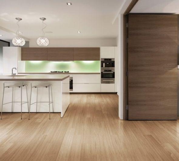 Exemplo de cerâmica que imita madeira para o piso interior da casa.