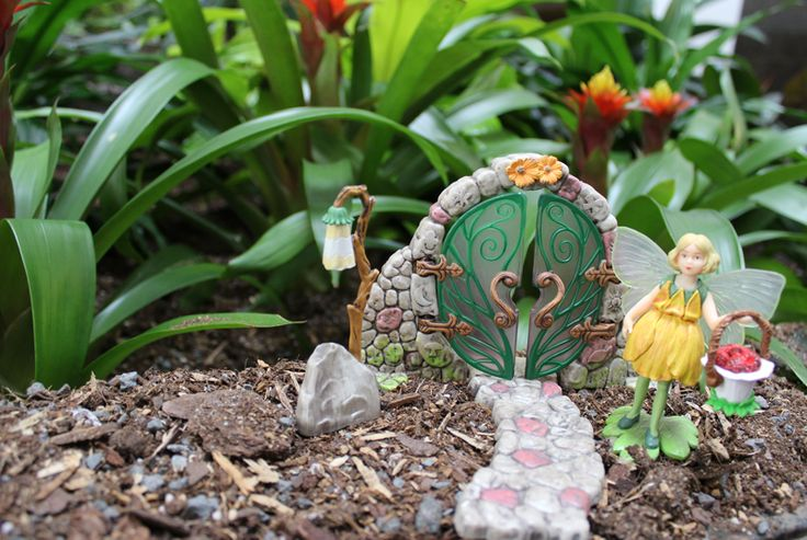 Buttercup Fairy & Door Accessory