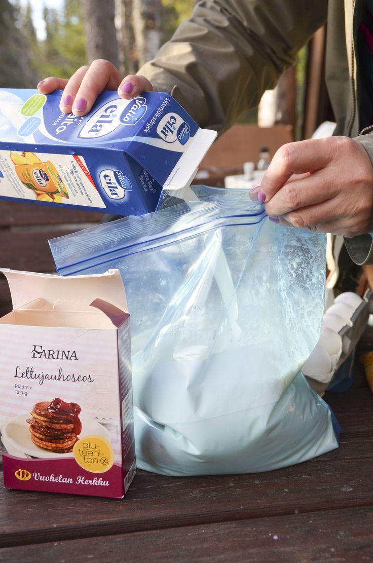 Lettutaikinankin teko onnistuu Tuplis-pussissa. Lisää ainekset kolmen litran Tuplikseen, sulje pussi tiiviisti ja ravistele sekä painele pussia varovasti niin, että ainekset sekoittuvat. Kun teet pussin kulmaan lopuksi pienen reiän, voit kaataan taikinan suoraan pussista pannulle, joten et tarvitse ylimääräisiä astioita tai kauhoja mukaasi retkelle.