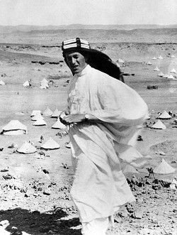 Lieutenant Colonel Thomas Edward Lawrence (aka Lawrence of Arabia, 1888-1935), British Army officer best known for his liaison role during the Arab Revolt against Ottoman Turkish rule of 1916-1918. Seen here wearing Arab clothing in the desert. Pin by Paolo Marzioli