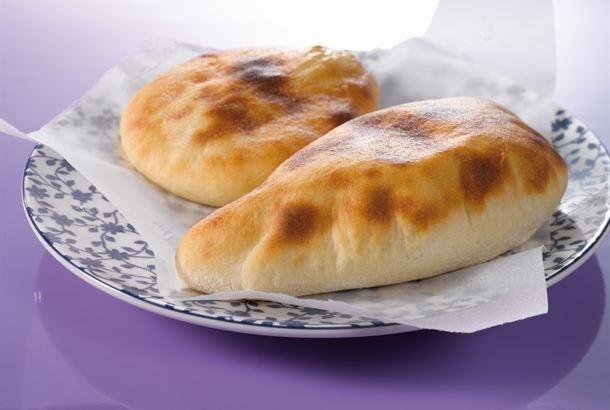 Naanleipä on tunnettu intialaisesta keittiöstä, ja se sopii hyvin erilaisten lämpimien ja kylmien kastikkeiden lisäkkeeksi. http://www.valio.fi/reseptit/naanleipa/