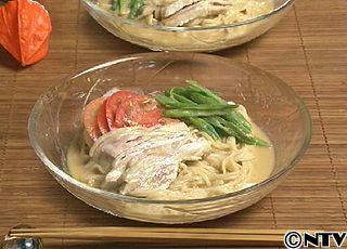 しっとりやわらかなゆで鶏のスープと練りごまで作るタレがおすすめ「ごまだれ冷やし中華」のレシピを紹介!