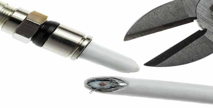 El cable coaxial es un elemento presente, de una forma o de otra, en todos los hogares. Es sencillo encontrarlo si se inspecciona la conexión entre la televisión y la antena, o en las líneas de distribución de señal de vídeo. También es común en redes de transmisión de datos como ethernet (aunque su …