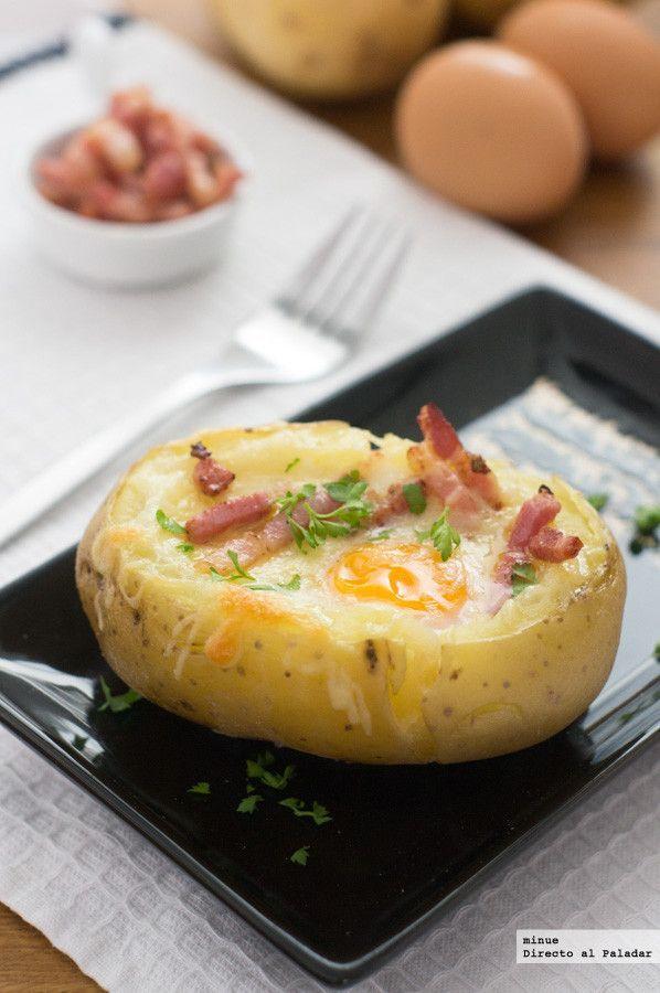 Patata asada rellena de huevo y bacon. Receta