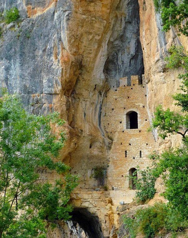 Fortification Troglodytique, Bouzies, Midi-Pyrenees, France Copyright: Juliette Samson