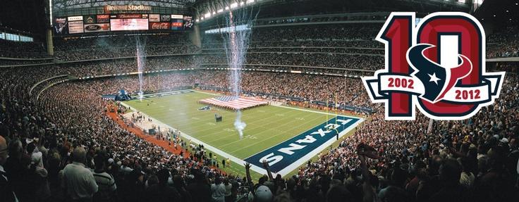 Hace 10 años, la NFL regresó a Houston. El primer partido de la nueva franquicia fue contra los Vaqueros de Dallas el 8 de septiembre de 2002 y los Texans ganaron 19-10.