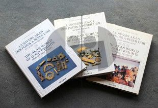 20 The Akan World of Gold Weights Volumes I, II and III   Georges Niangoran-Bouah  Abidjan: Les Nouvelles Editions Africaines (1984).   Volume I L'univers Akan des poids a peser l'or - Les poids figuratifs The Akan World of Gold Weights - Abstract Design Weights  Volume II L'univers Akan des poids a peser l'or - Les poids figuratifs The Akan World of Gold Weights - The Figurative Weights  Volume III L'univers Akan des poids a peser l'or - Les poids dans la société The Akan World of Gold…