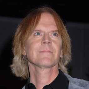Tom Hamilton Temporarily Pulls Out of Aerosmith Tour Due to Illness