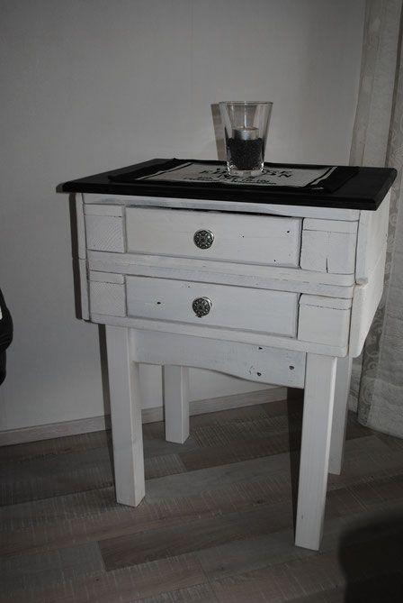 Tischchen Beistelltisch Wohnzimmertisch shabby chic upcycling Ecktisch Palettentisch Europalette Dielenmöbel