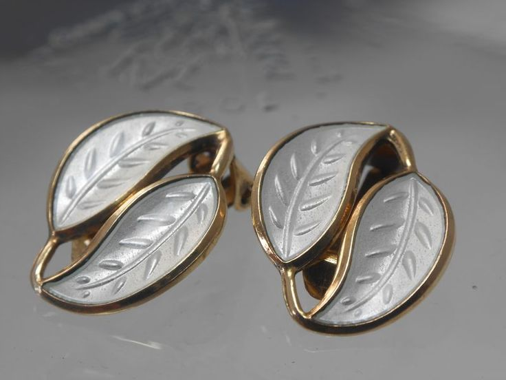 DAVID-ANDERSEN SILVER GILT ENAMEL LEAF EARRINGS - WILLY WINNAESS 1950s - Vintage-Kitsch antiques & collectables