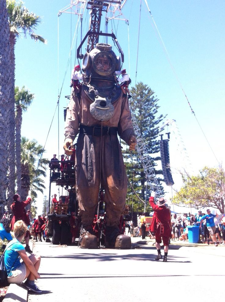 The giant diver Perth Feb 2015