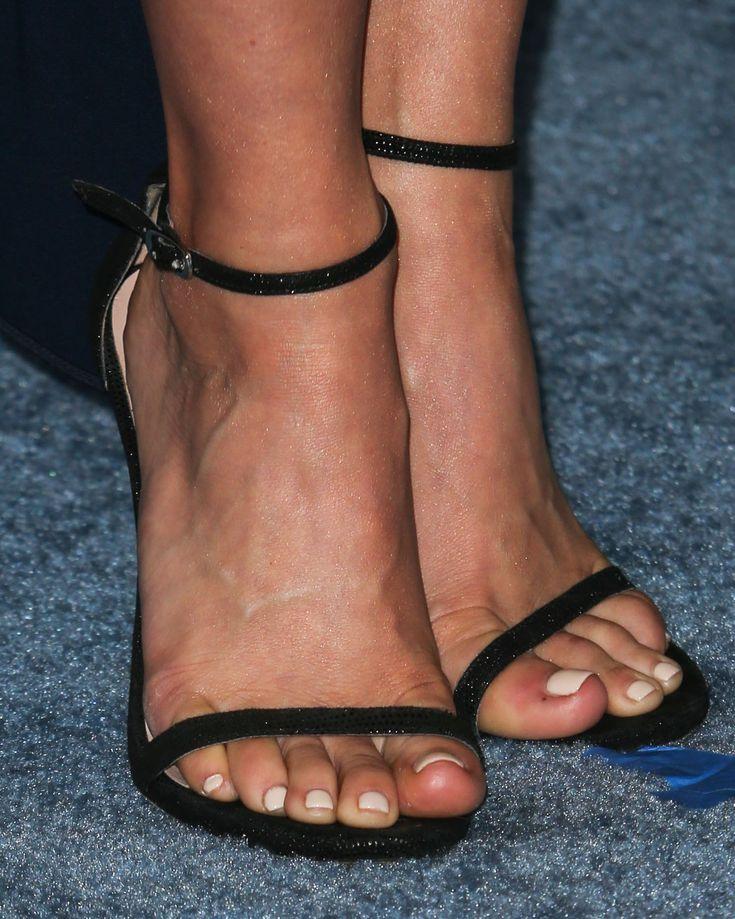 Julianne-Hough-Feet-2084442.jpg (1485×1856)
