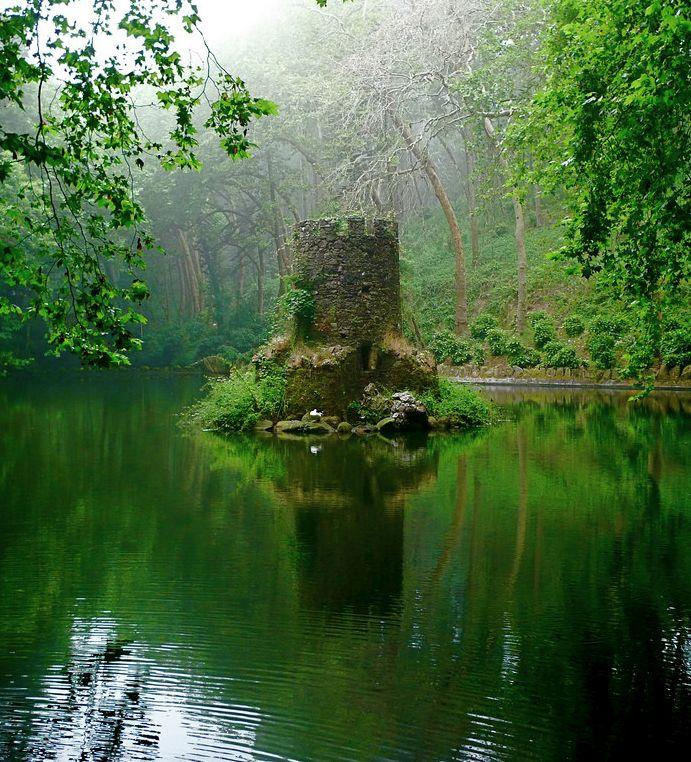 Mini Castle / Pena's Pond, Portugal