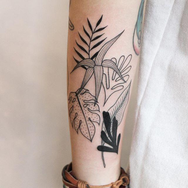 Tatuagens preto e branco de folhagem
