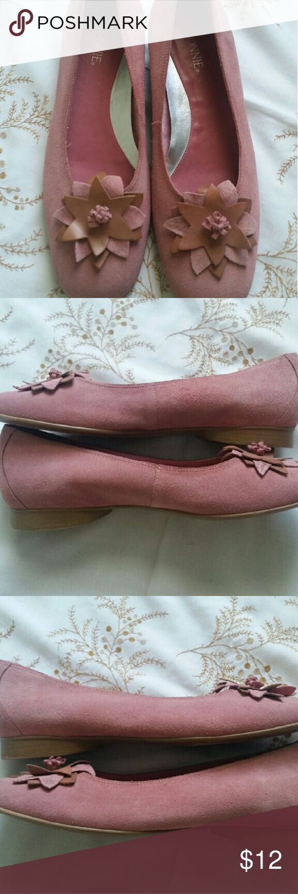 Connie shoes pink Sz 10M floral Ballet flats My pictures are my description   Please feel free to contact me with any questions, concerns or additional pictures   Items are shipped Mondays, Wednesdays and Fridays   Thanks for stopping by Connie  Shoes Flats & Loafers