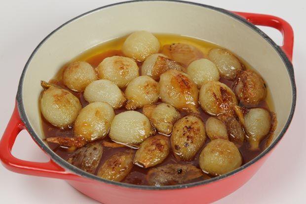 Como fazer cebola caramelizada: anote a receita do acompanhamento - Receitas - GNT