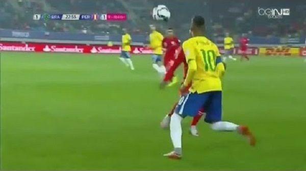 Neymar po raz kolejny popisał się trikiem piłkarskim • Sombrero Neymara w meczu Brazylia vs Peru podczas Copa America • Zobacz film >> #neymar #football #soccer #sports #pilkanozna
