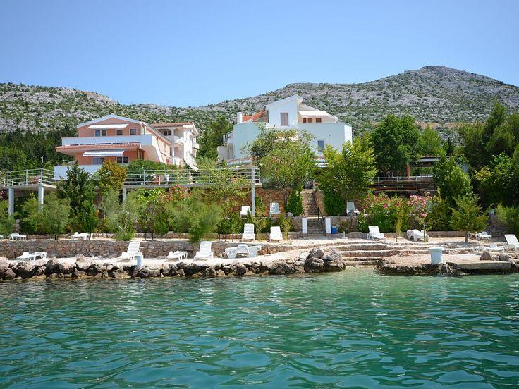 Adria Paradies in Općina Starigrad: 2 Schlafzimmer, für bis zu 6 Personen. Ferienwohnungen+Apartments+Studios direkt am Meer+privat Strand+Swimmingpool.... | FeWo-direkt