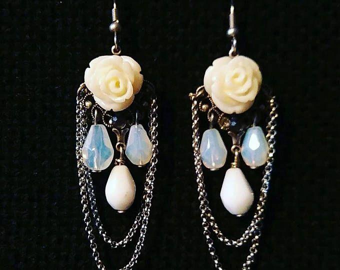 Catene di steampunk vittoriano stile orecchini bianchi cristalli rosa gocce d'argento