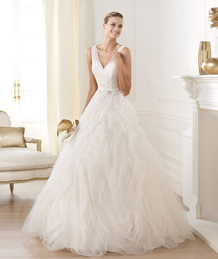 Pronovias vous présente la robe de mariée Lehen. Dreams 2014. | Pronovias