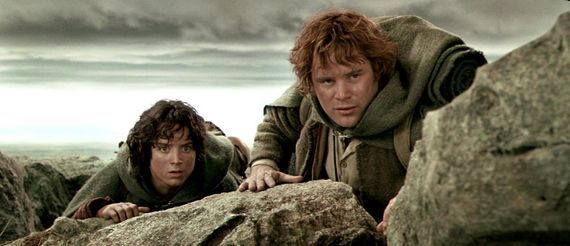 'Stranger Things' adds a hobbit to its cast     - CNET  Enlarge Image  Elijah Wood (left) as Frodo Baggins and Sean Astin as Samwise Gamgee dealt with plenty of strange things in The Lord of the Rings trilogy.                                              Video screenshot by Bonnie Burton/CNET                                           New actors have joined the cast of Stranger Things making season 2 even more fun to speculate about.   Actor Sean Astin (Lord of the Rings trilogy) will play…