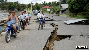BBC: Teams search for Philippine earthquake survivors