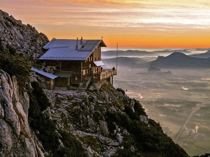 Die Hütte, der Blick und auch der Weg dorthin… Das Reichenhaller Haus gehört definitiv zu den schönsten Platzerln dahoam! Je nach Schnee- und Wetterlage ist die Hütte von Anfang Mai bis Mitte…