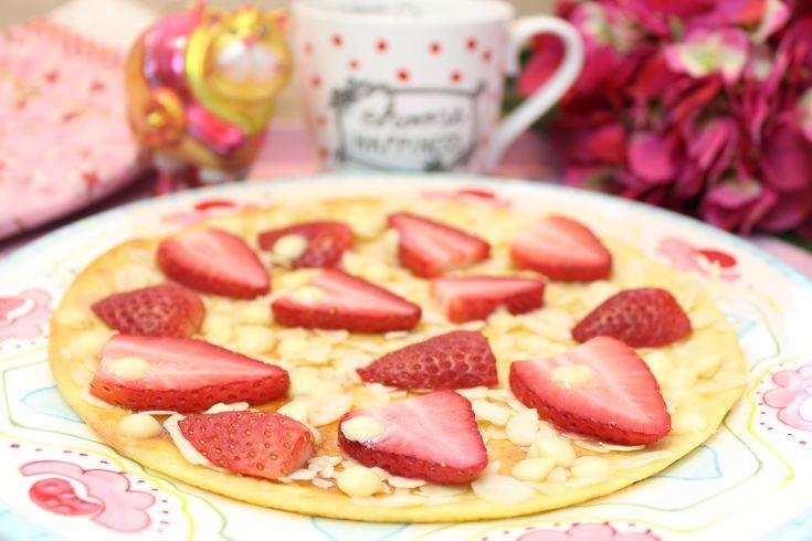 Low Carb Rezepte von Happy Carb: Erdbeer-Mandel-Pfannenpizza.