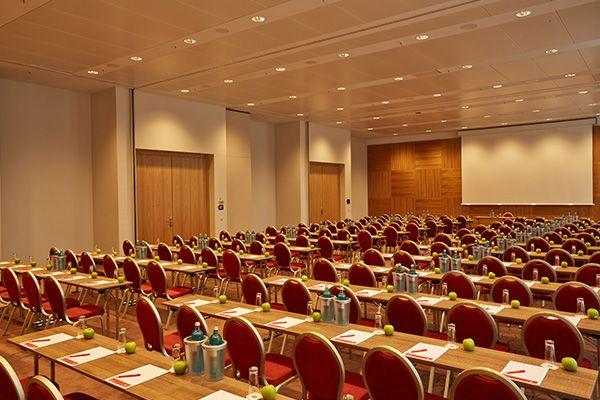 Eines der Konferenz- & Seminarräume / One of the conference and seminar rooms | H4 Hotel München Messe
