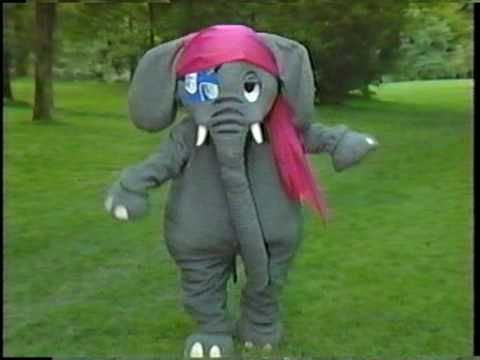 Skinnamarinky-Dinky-Dink, Skinnamarinky-Doo - The Elephant Show - mom swears no matter where it was my internal clock always knew when it was time for the Elephant Show
