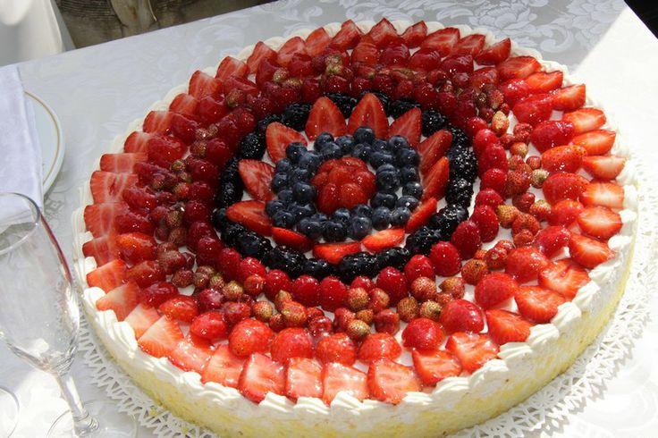 Round traditional Italian wedding cake!