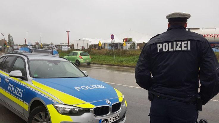 Auf dem Oktoberfest-Gelände am Flughafen Essen/Mülheim ist am Samstag ein 36-Jähriger bei einem Arbeitsunfall gestorben. Ein Heizungstank hatte ihn erschlagen.