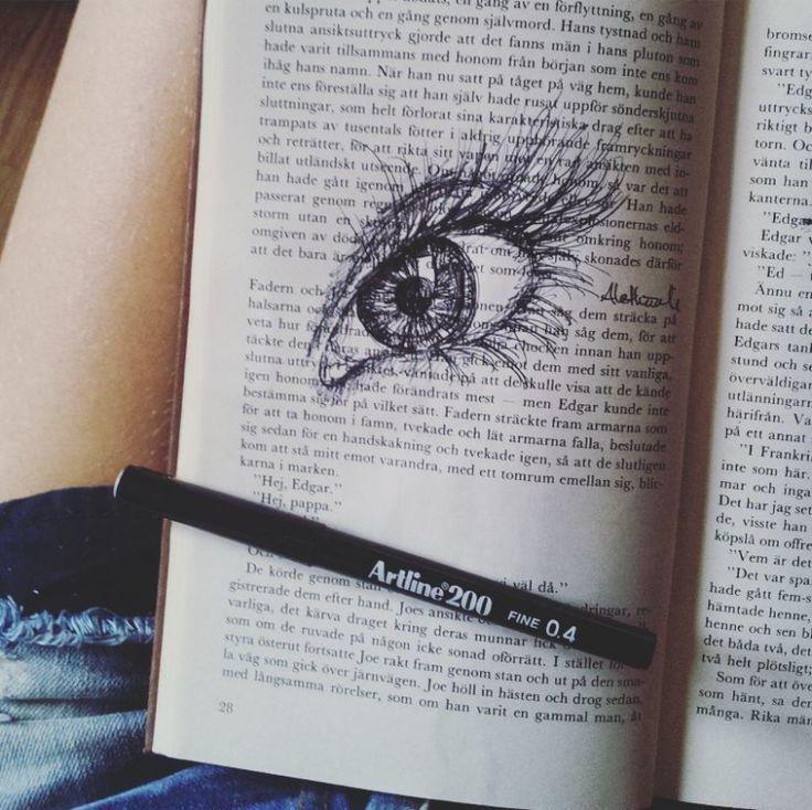 Kvällens skiss i den gamla boken, just pappret i den passar perfekt ihop med denna penna..behaglig magi.