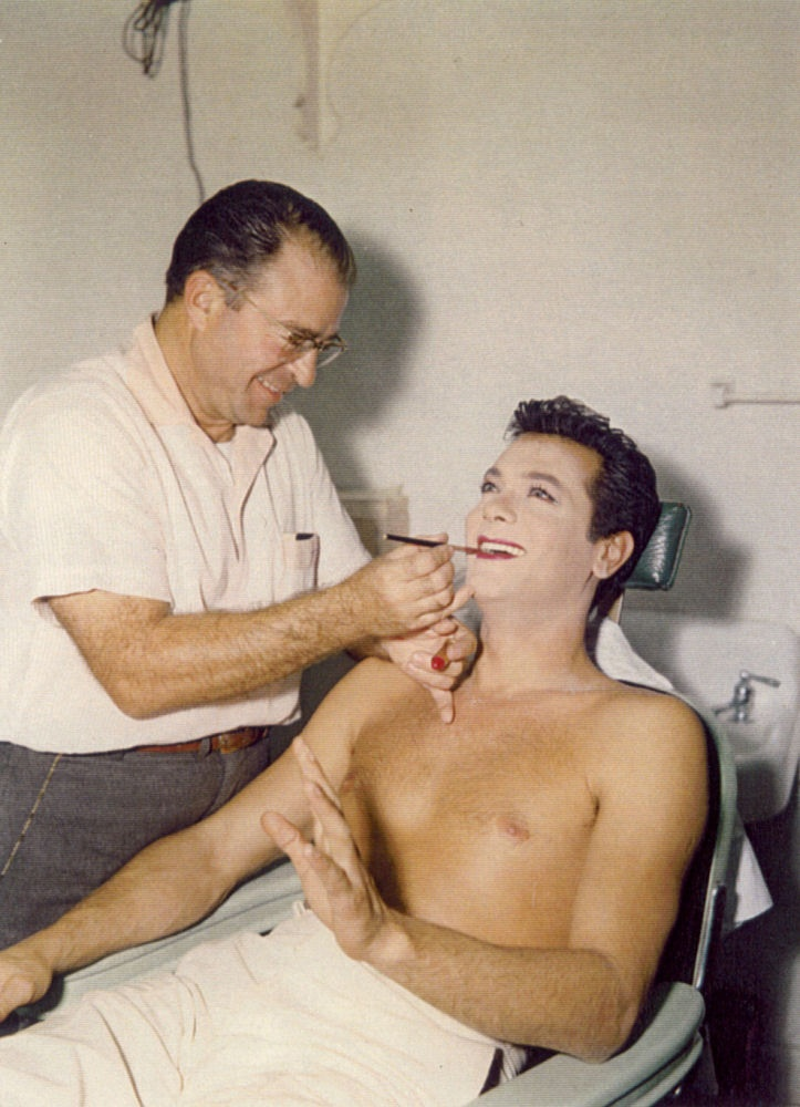 Tony Curtis in makeup for Some Like It Hot (1959)