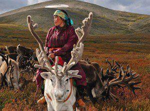 Fotógrafo viaja até a Mongólia para registrar o cotidiano de tribo nômade