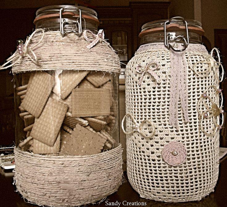I Biscovasi .. vasi con chiusura ermetica decorati con spago e un vecchio centrino riciclato,, trasformati in contenitori per biscotti e crackers