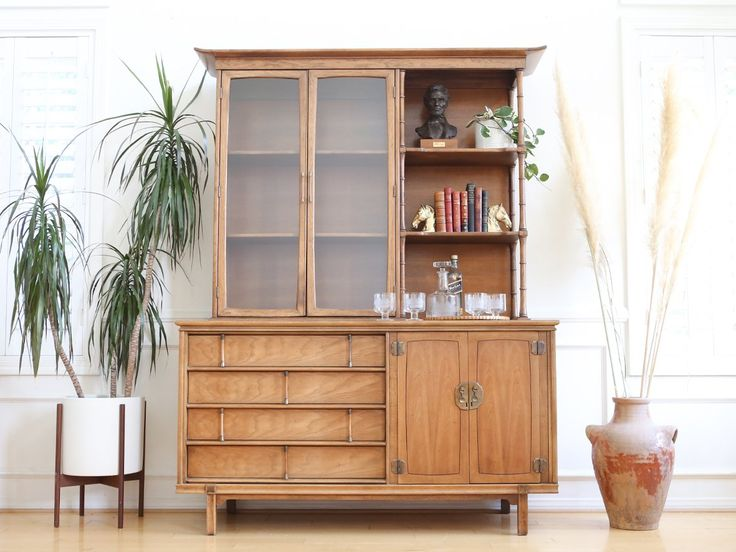 Best 20+ Modern china cabinet ideas on Pinterest ...